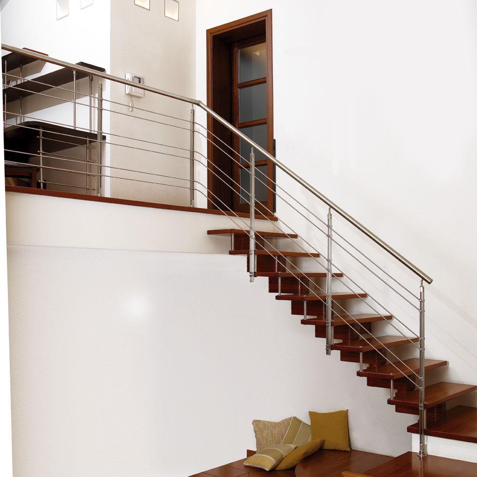Build a building: INTERIOR WITH STAIR