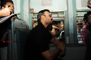 Bollywood Actor Vivek Oberoi Snapped Travelling by Local Train to Kelve  0022.JPG