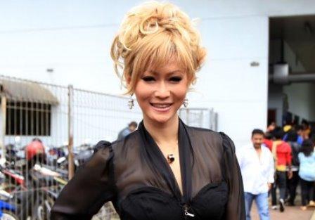 Gaya Mewah Inul Daratista Nonton Konser Celine Dion, Pakai Tas Rp 67 Juta