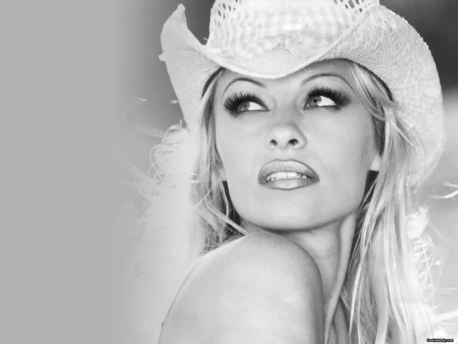 Pamela Anderson Wallpapers Highlight Wallpapers