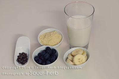 سموذي بروتين بالتوت والموز