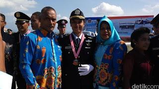 Restiana lulusan sekolah pilot Banyuwangi terbaik.