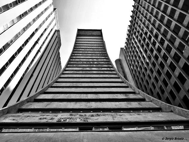 Perspectiva inferior da fachada do Edifício Torre Paulista - Avenida Paulista
