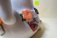 Verzierung hinten: Japanische Maneki Neko Glückskatze aus Porzellan (Klein, 12 cm)