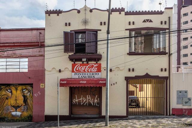 Sobrado na Alameda Cabral com ornamento de ferro na fachada