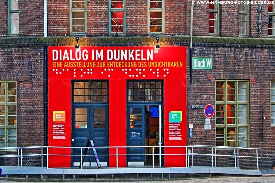 Dialog im Dunkeln in der Hamburger Speicherstadt