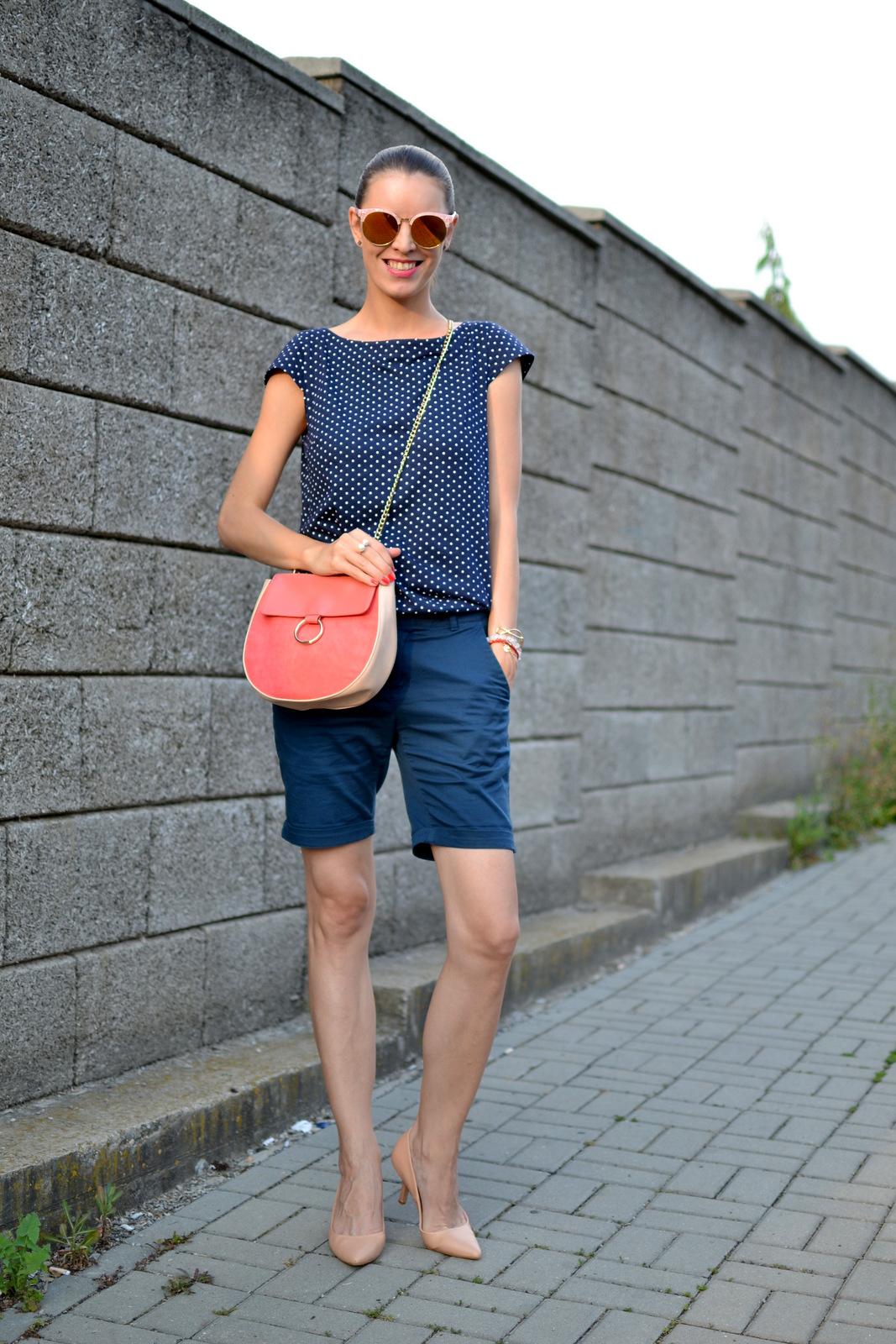 http://www.mademoiselleiva.com/2016/07/dark-blue-with-pink.html