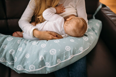 cojín maternal dar pecho bebe blog mimuselina beneficios