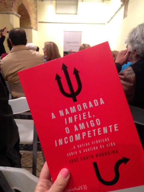 capa do livro a namorada infiel, o amigo incompetente e outras crónicas sobre o sentido da vida