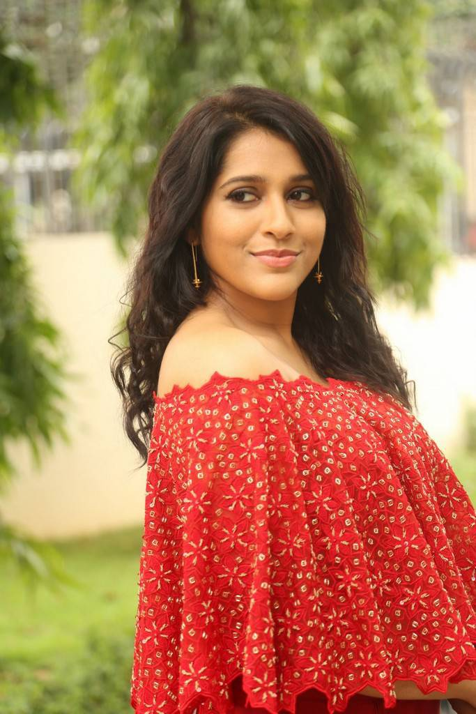 Rashmi Gautam At Next Nuvve Movie Trailer Launch Event Stills