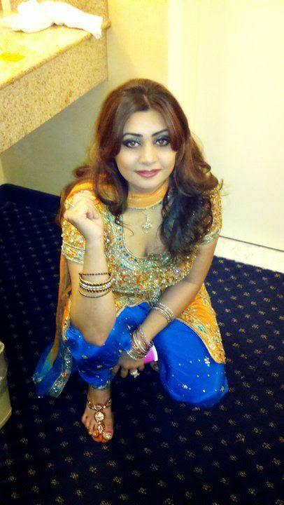 Desi Lahore Beautiful Girls Enjoying Photos Free Download -5344