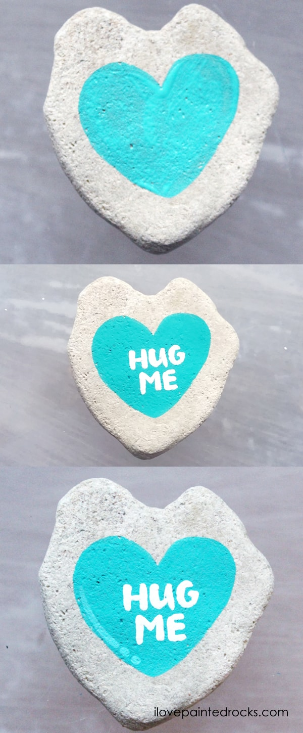 Easy rock painting ideas for Valentine's Day. I love all the painted rock tutorials in this post! Learn how to paint a conversation heart rock with simple lettering. #ilovepaintedrocks #rockpainting #paintedrocks #valentinescraft #easycraft #kidscraft #rockpaintingideas