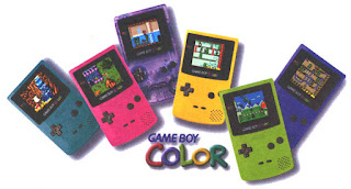 Distintos colores del Game Boy Color de los años 90s