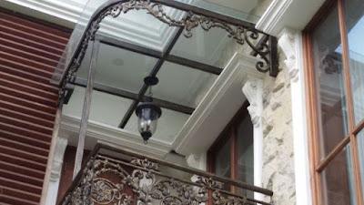balkon besi tempa buntuk rumah klasik
