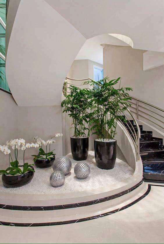 Jardines interiores debajo de la escalera decoraci n del for Diseno de jardines para el hogar
