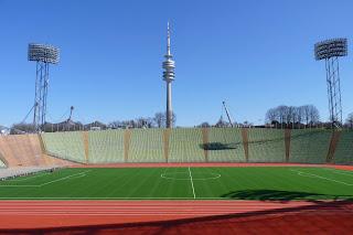Olympiastadium y torre Olympiaturm.