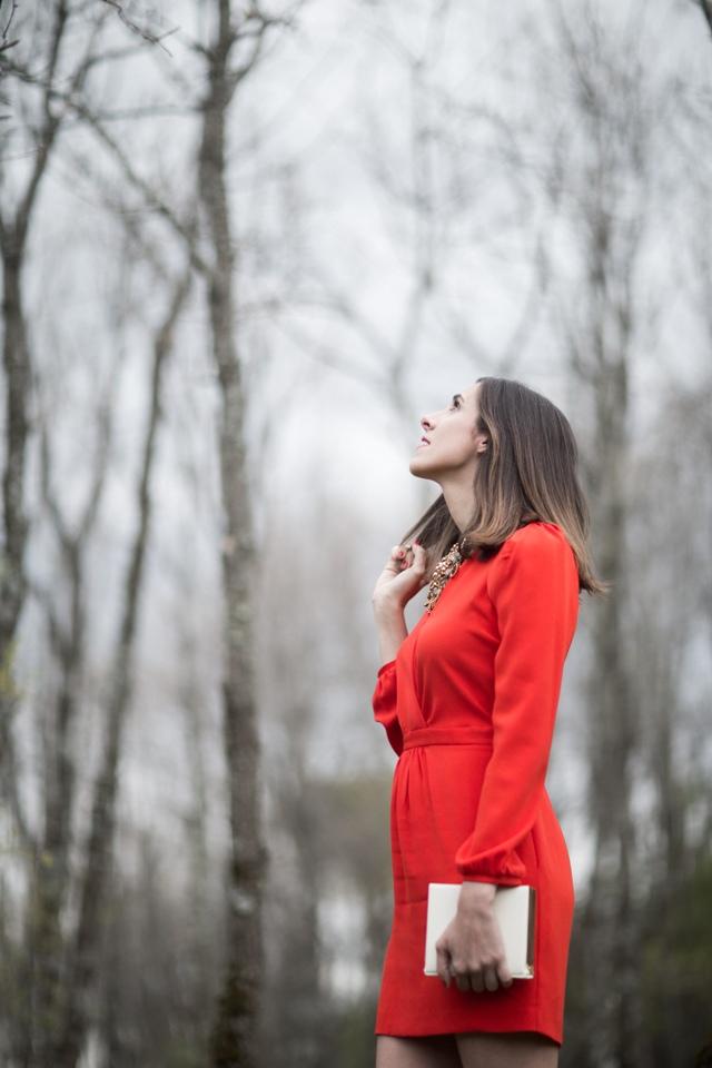Invitada de boda con Vestido Rojo