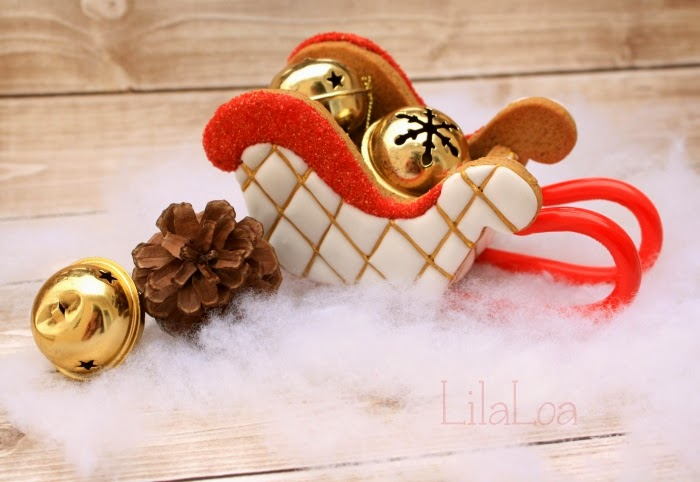 How to make decorated 3D gingerbread sleighs with candy cane runner