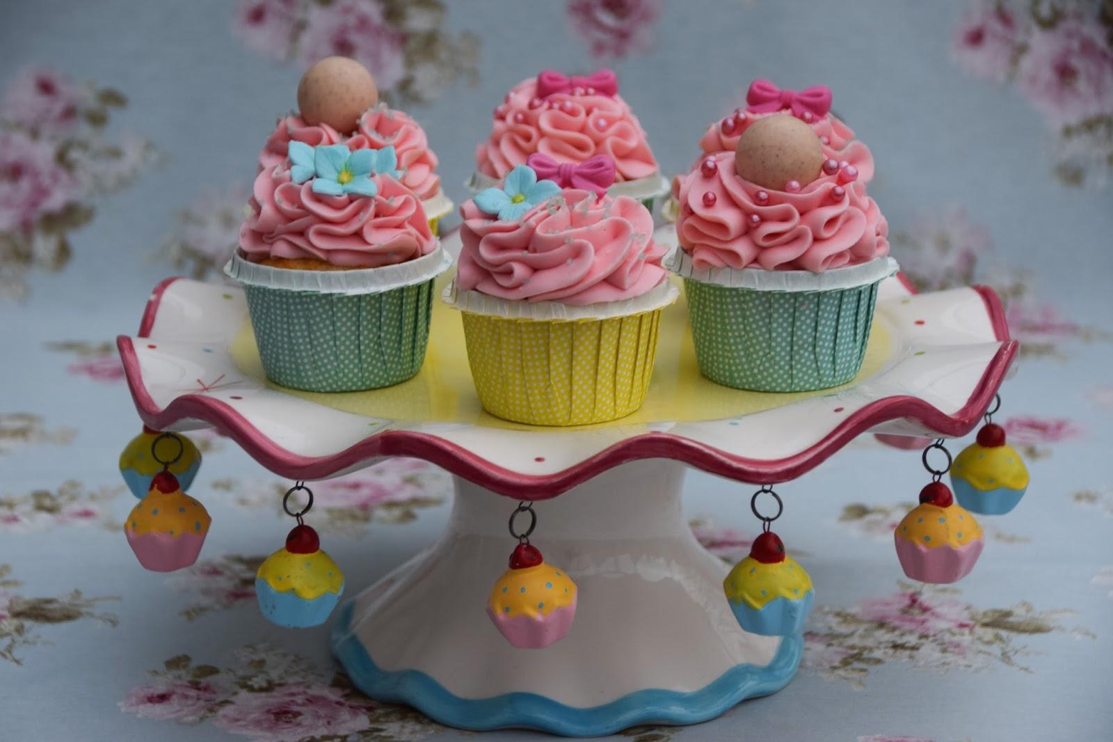 prickelnde erdbeer cupcakes marion 39 s kaffeeklatsch. Black Bedroom Furniture Sets. Home Design Ideas