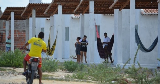Resultado de imagem para Casas invadidas  em baixa do meio guamaré