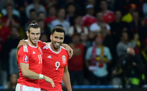 Robson-Kanu: Messi atau Cristiano Ronaldo? Kami Punya Bale