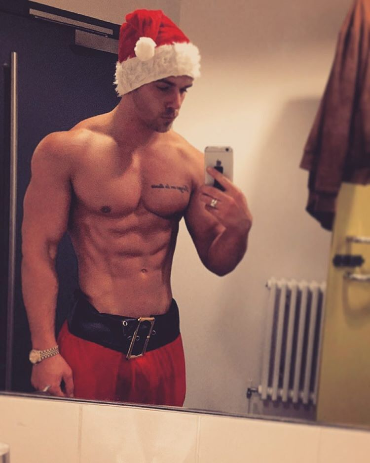 santa-joss-taking-sexy-shirtless-selfie
