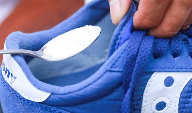 khủ mùi hôi trong giày