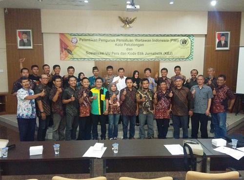 Lantik Pengurus PWI Kota Pekalongan, Gunawan Permadi Beri Sosialisasi UU Pers Dan KEJ