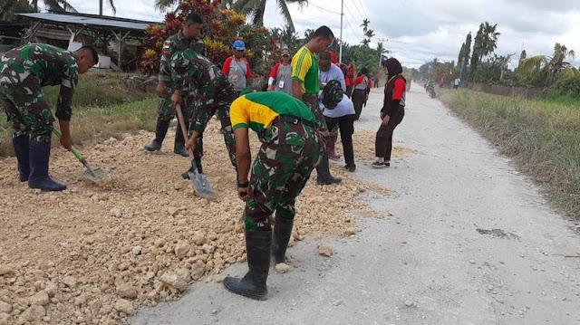 Dukung Pembangunan, Satgas Pamtas Yonif PR 328 Kostrad Laksanakan Karya Bakti