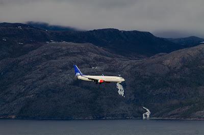 Północny Punkt Widzenia: To był lot. Boeing 737 linii lotniczych SAS podczas podejścia do lądowania na lotnisku w Alcie.