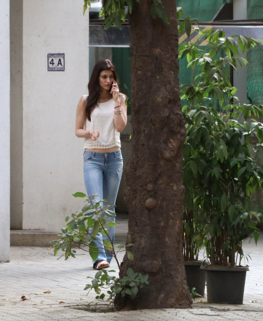Sushant Singh and Kriti Sanon Spotted at Maddock office