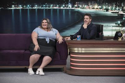 Apresentador também conversa com a bailarina plus size Thais Carla - Crédito: Edu Moraes/Record TV