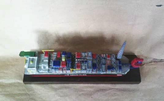 replika kapal lng cargo
