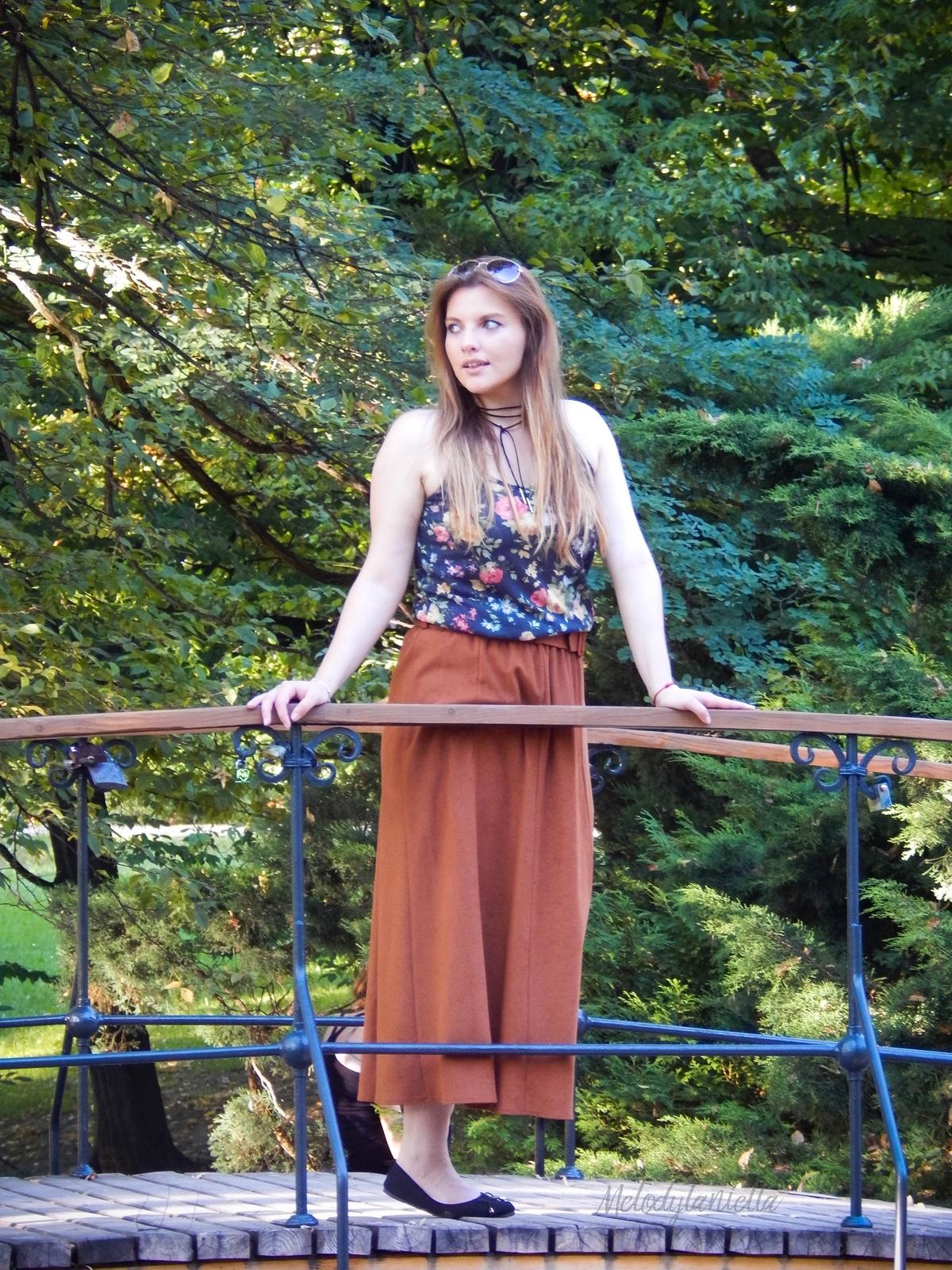 ruda spodnica mamy kolorowy top river islands czarna torebka manzana lookbook na jesien stylizacja jesienna stylizacja