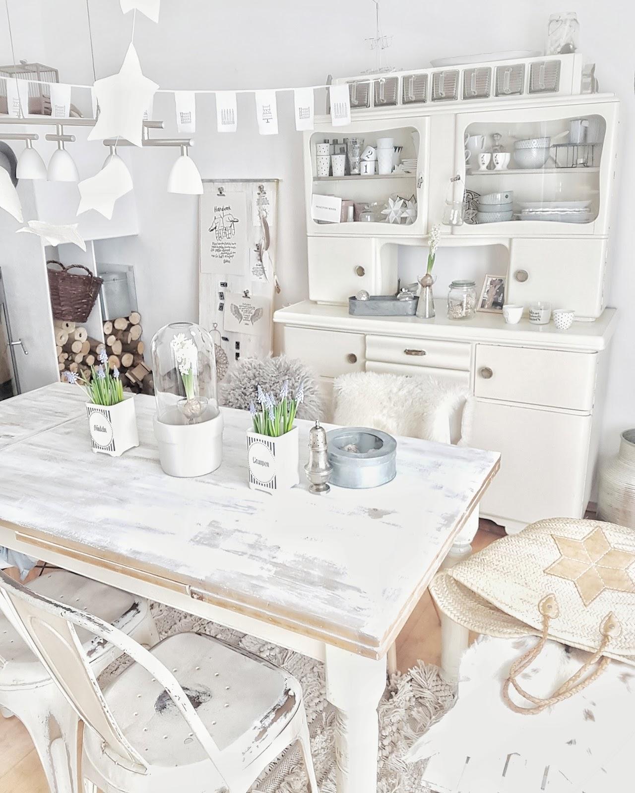 januar. Black Bedroom Furniture Sets. Home Design Ideas