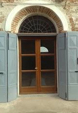 nelle vecchie abitazioni questo è una forma d'ingresso molto comune