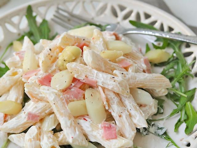 Nudelsalat mit weißem Spargel und Schinken