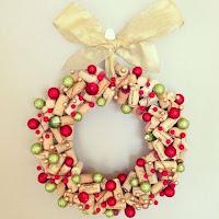 ghirlanda natalizia fai da te con tappi di sughero