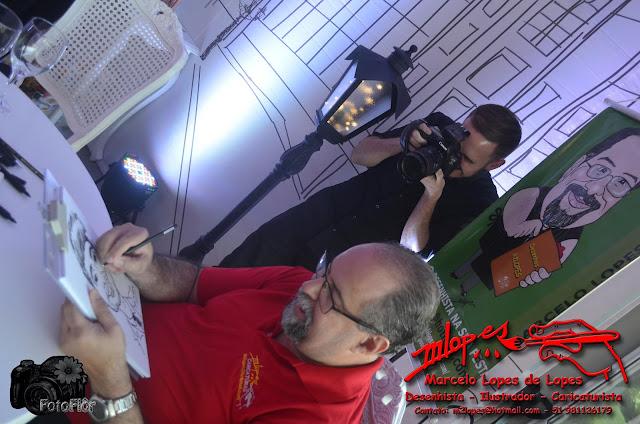 Caricaturas ao vivo durante a festa com Marcelo Lopes de Lopes