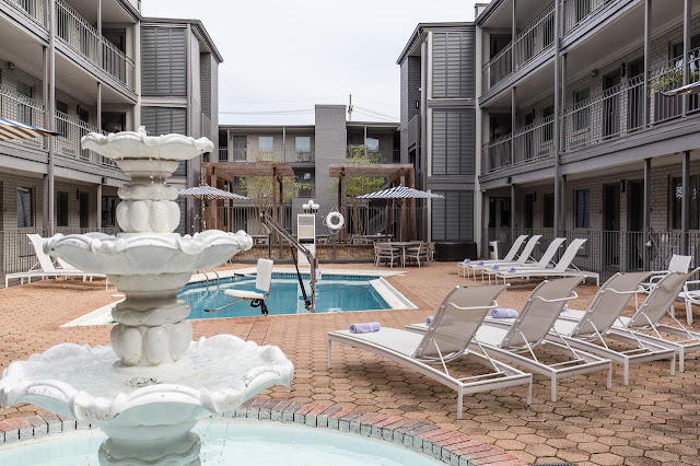 You'll appreciate the convenience offered by the Country Inn & Suites® by Radisson, Metairie (New Orleans), whether you're driving in from the Causeway or flying in from the New Orleans airport (MSY), .