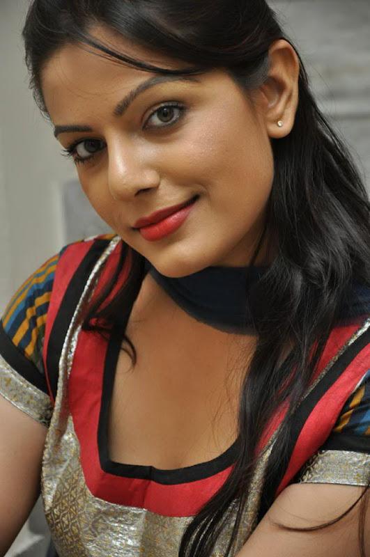 Model Anjali Hot Cleavage Photos  Actress Wallpapers -6610