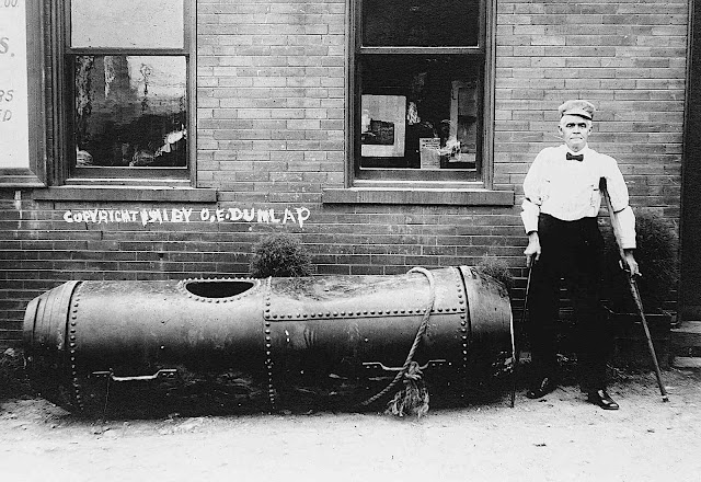 a Niagara Falls 1911 daredevil with his barrel, a photograph