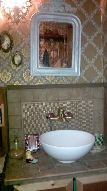 wc allas vanha talo koristeelliset kaakelit