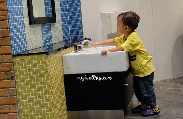 toilet ramah anak di aeon mall jakarta