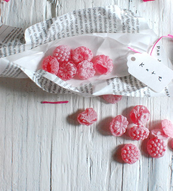 Sweet little favours! These sweets get wrapped in news paper and wrapped with neon pink twine! Perfect wedding favours.