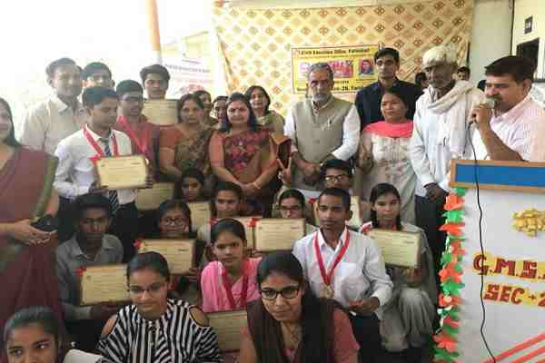 Minister-KP-Gurjar-distributed-prizes-to-all-topper-haryana-Board-Examinations