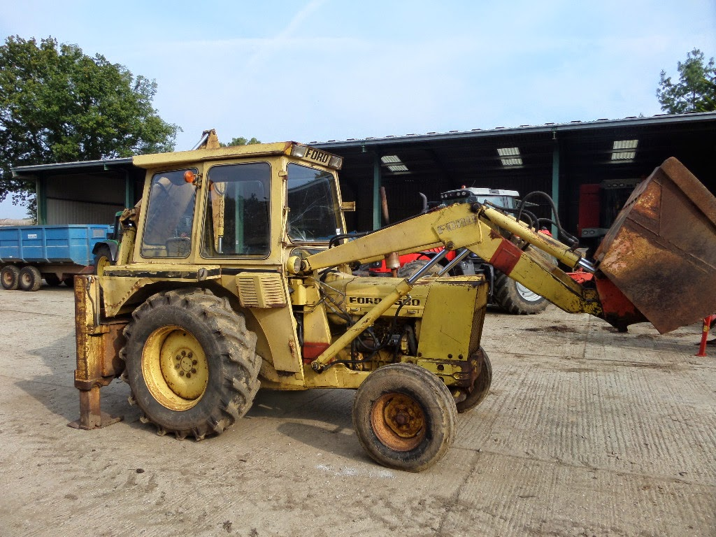 tractors machinery  plant ford  backhoe