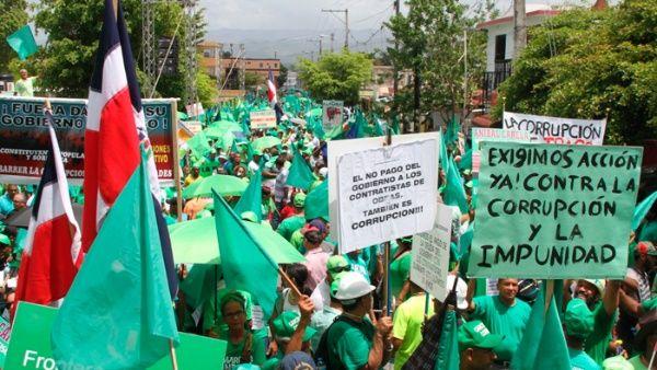 Dominicanos marchan a favor de la salida de Odebrecht