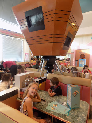 table at Annette's diner. disneyland paris
