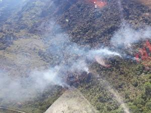 Incêndio de grandes proporções atinge parque natural na Chapada Dimantina